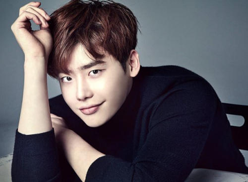 http://s6.picofile.com/file/8238012192/Actor_Lee_Jong_Suk_has_donated_200_million_won_approximately_165_800_to_help.png