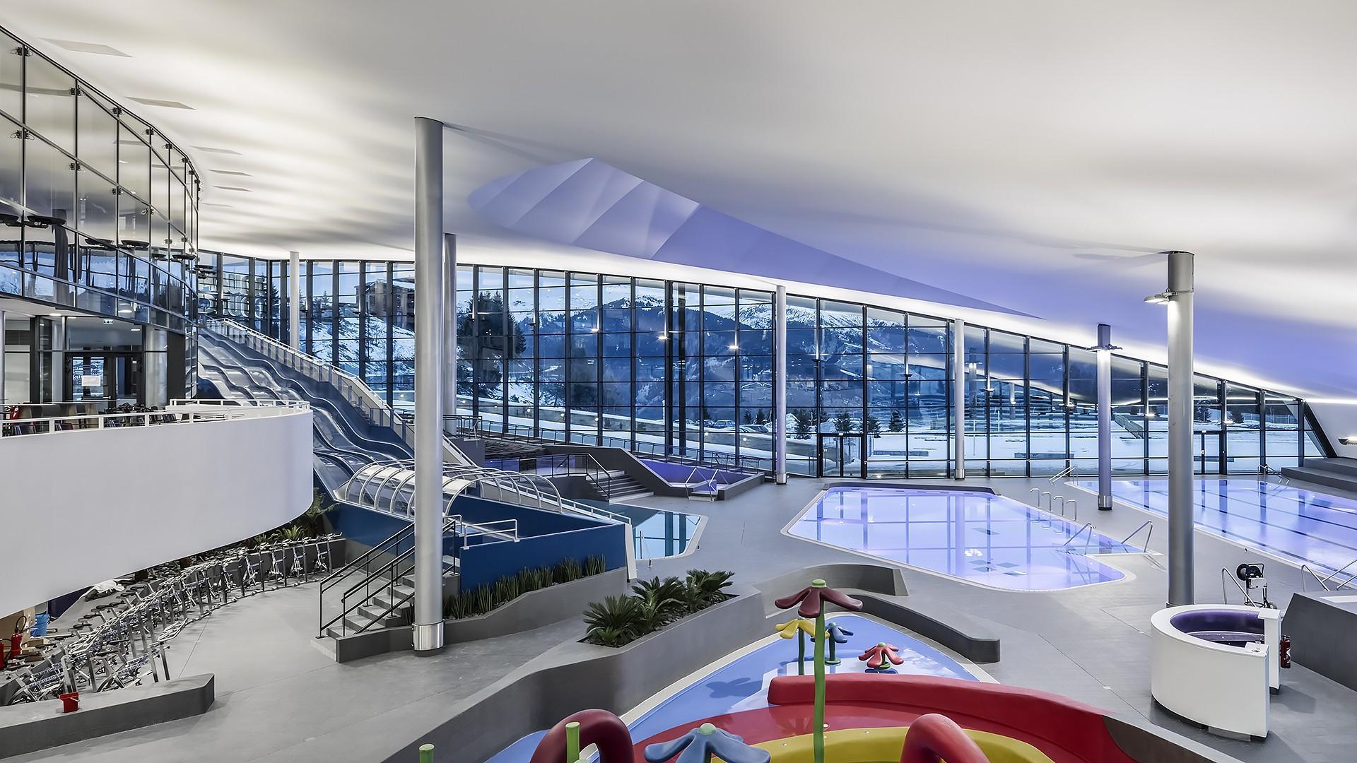 مرکز ورزش های آبی و استخر