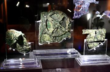 عکس ماشین آنتیکیترا در موزه Antikythera Device