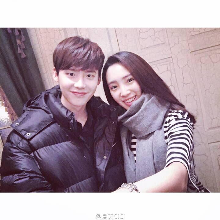http://s6.picofile.com/file/8239832718/_Feb_20_2016_Cici_Weibo_Update_with_leejongsuk.jpg