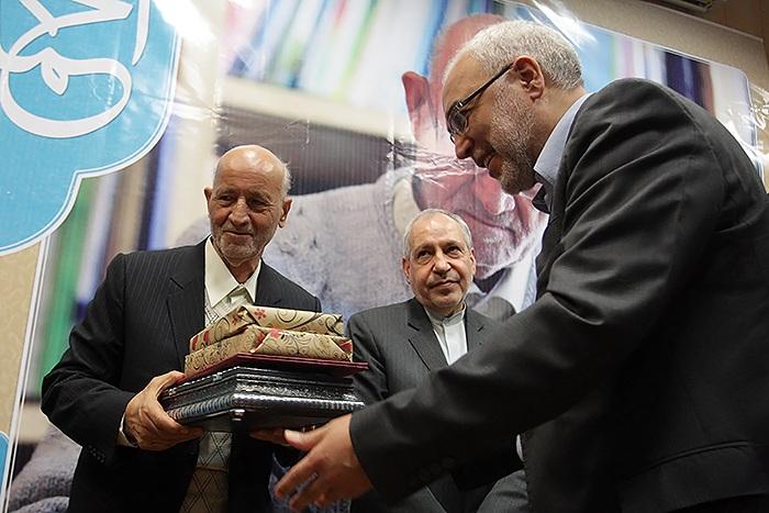 2016022113142146660 مراسم تجليل از استاد احمد صافی برگزار شد + تصاوير