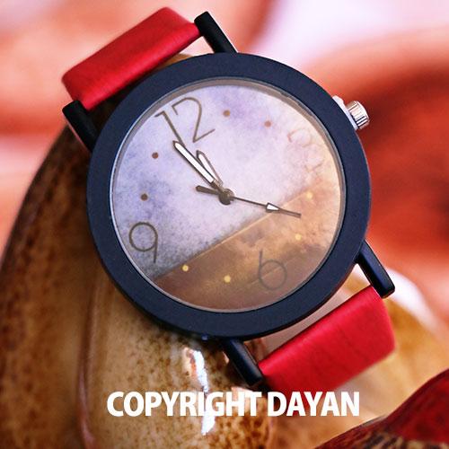 ساعت مچی با بند قرمز