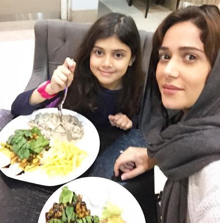 عکس جدید پریناز ایزدیار و خواهرزاده اش , عکس بازیگران