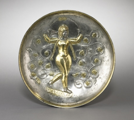 بشقاب نقره ی ساسانی با نقش ایزدبانوی آناهیتا