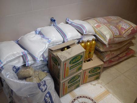 توزیع بسته های غذایی بین خانواده های بی بضاعت