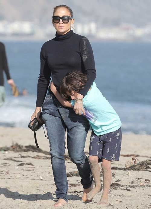 جنیفر لوپز و بچه هایش در کنار ساحل +عکس , عکس بازیگران خارجی