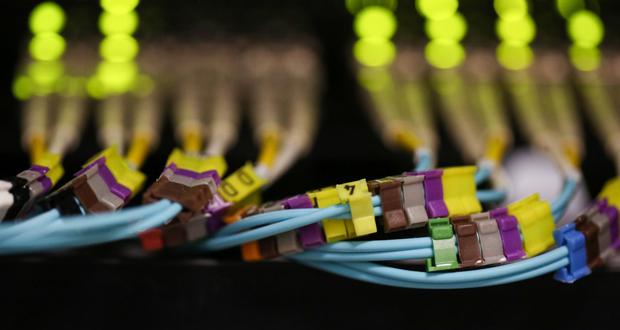دانشمندان توانستند سرعت انتقال داده را در فیبر نوری به ۵۷ گیگابایت بر ثانیه برسانند