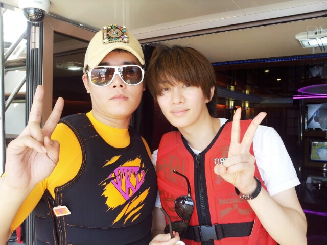 http://s6.picofile.com/file/8245313792/140819_kangbh5218_naver_blog_update_with_heechul_2.jpg