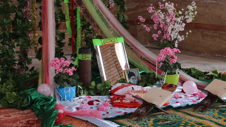 مراسم عقد زوج دانشجو در کنار مزار شهدای گمنام