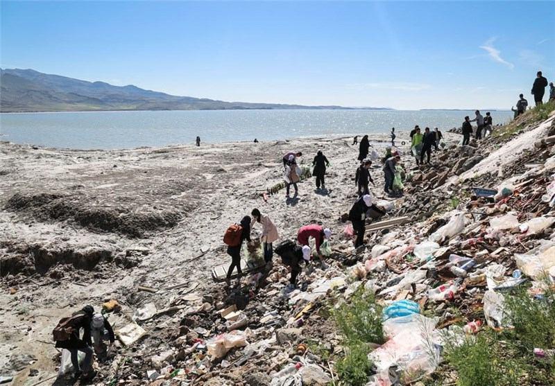 پاکسازی دریاچه ارومیه
