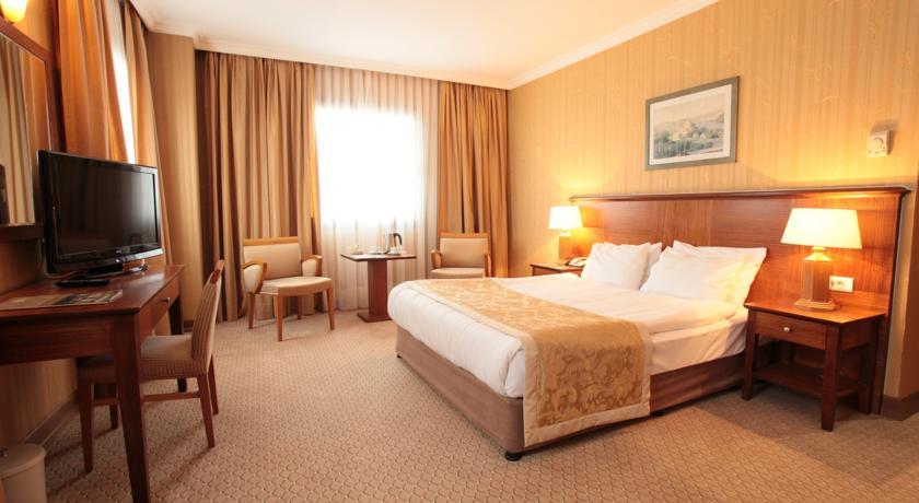 هتل پنج ستاره گرند اوزانیک