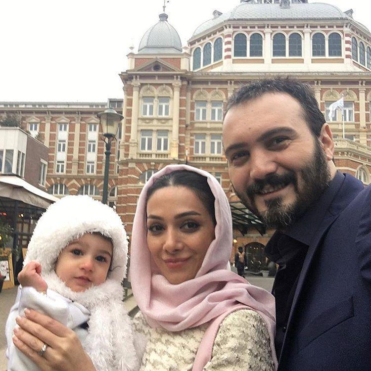 کامبیز دیرباز با همسر و فرزندش