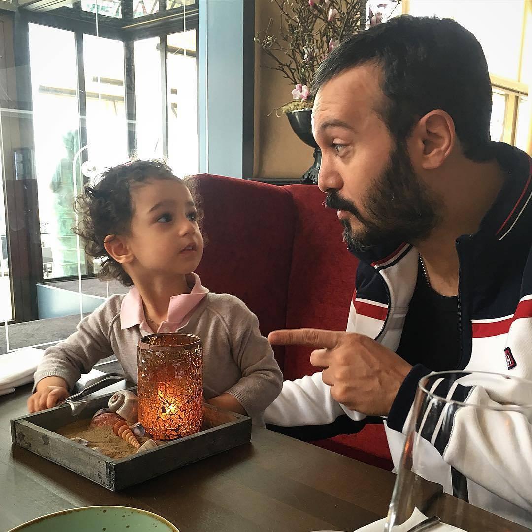 عکس کامبیز دیرباز با فرزندش