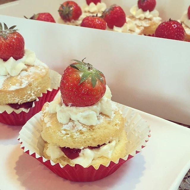 تزىین زیبا کیک توت فرنگی