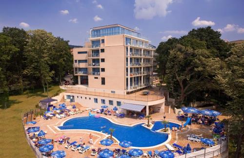هتل چهار ستاره هالیدی پارک وارنا