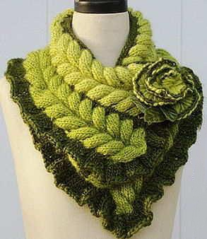 شال گردنی سبز رنگ گلدار