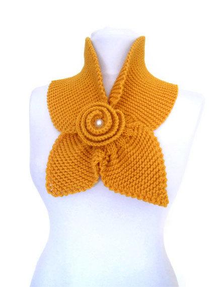 شال گردنی زرد رنگ
