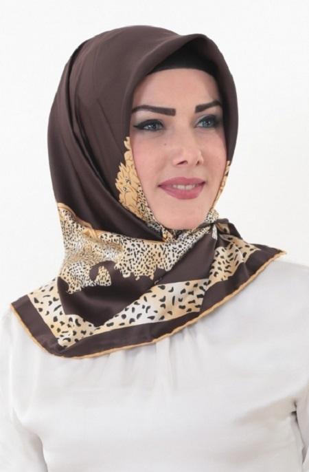 روسری مارکدار قهوه ای