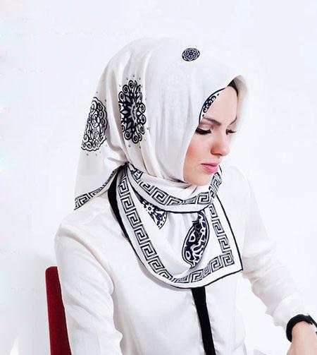 روسری مارکدار سفید زنانه