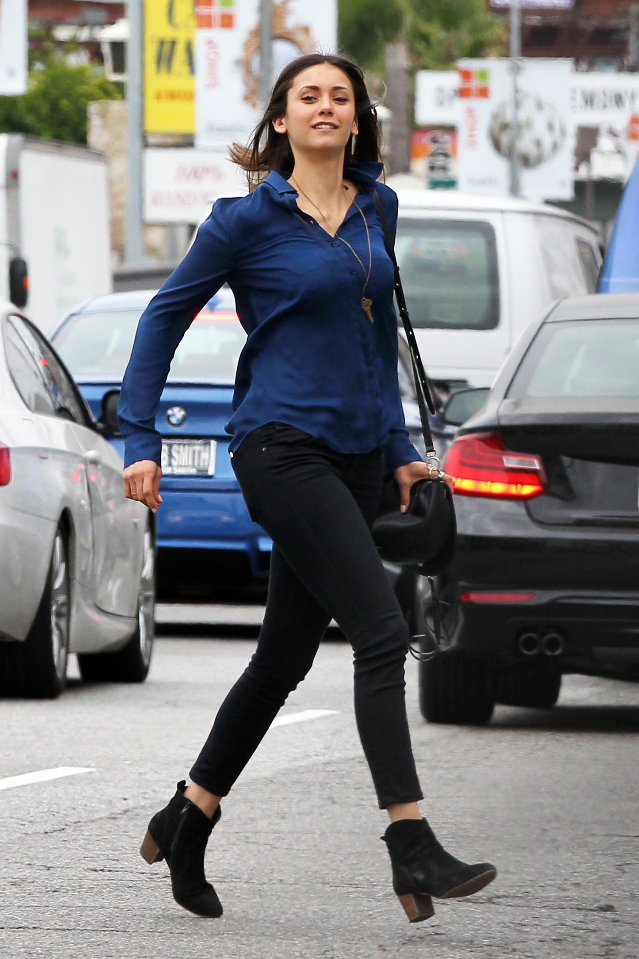 25 می :نینا دوبرو بعد از خرید بیرون از لس آنجلس