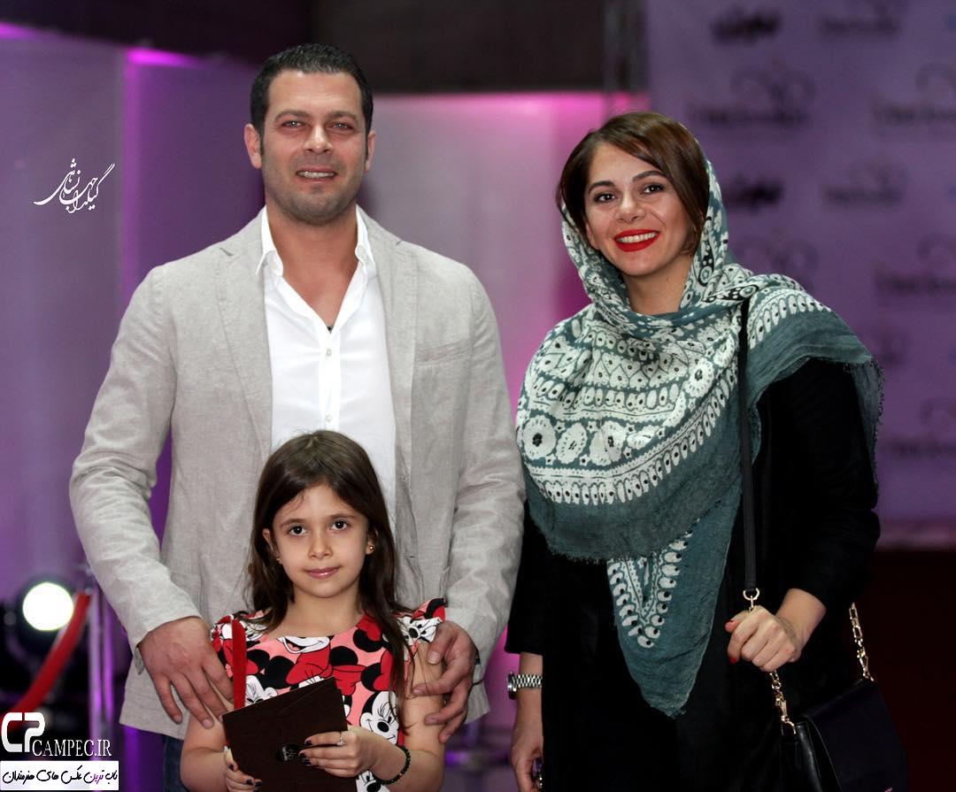 پژمان بازغی و همسر و دخترش در اکران فیلم بارکد