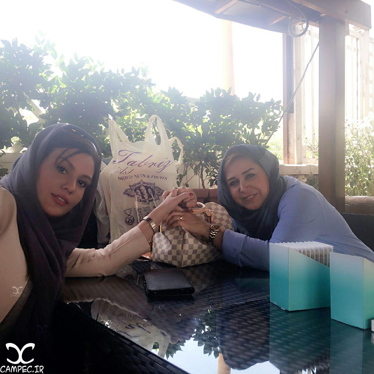 عکس رز رضوی با خاله اش