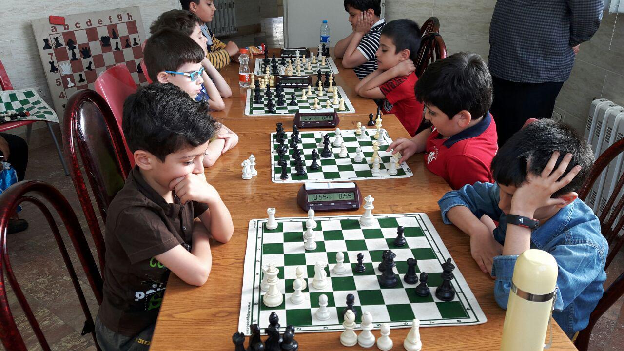 مسابقه دوستانه شطرنج آموزان استان