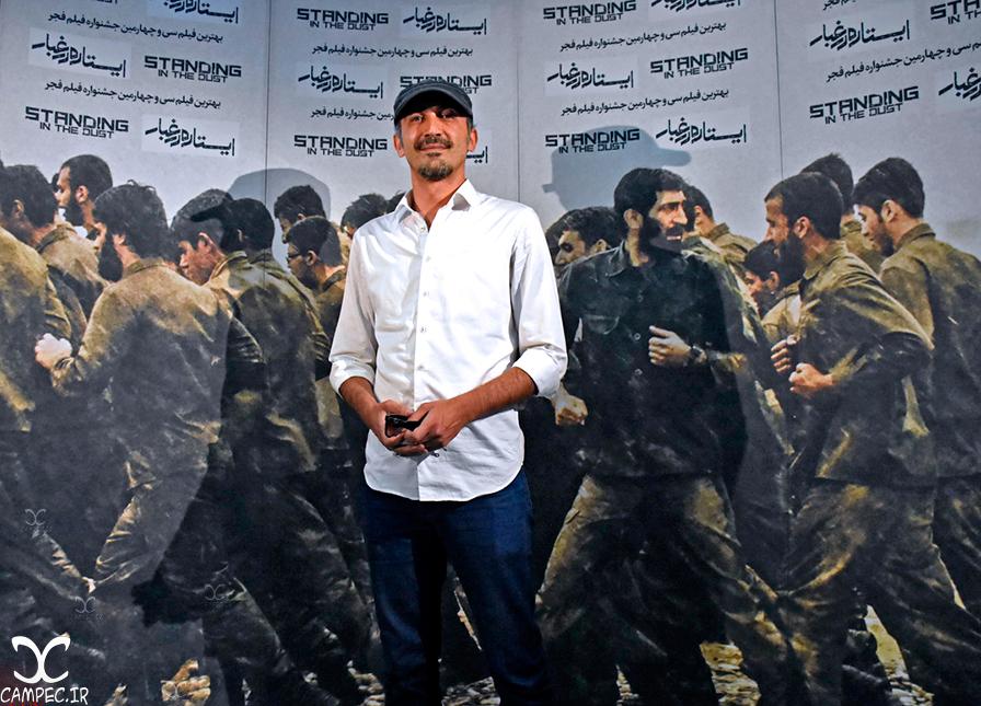 هادی حجازی فر در اکران فیلم ایستاده در غبار