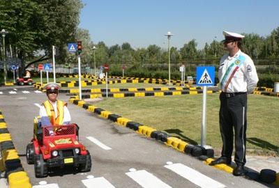 بهترین گزینه برای آشنایی کودکان با مسائل ترافیکی کدام است؟