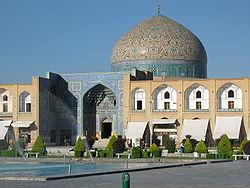 در زمان کدام سلسله مسجد شیخ لطف الله بنا شد؟