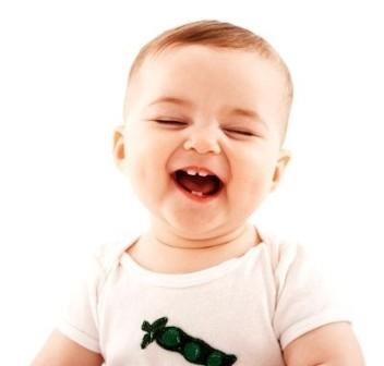 چند بار در روز کودکان لبخند می زنند