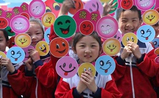 روز جهانی لبخند در چه سالی تصویب شد؟