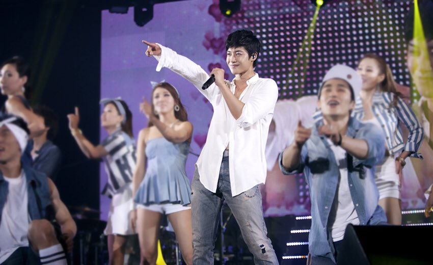 Hyun Joong Habits to Pointing with hand
