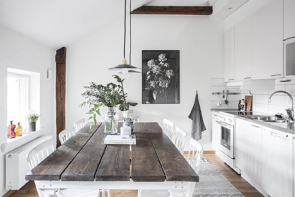 آشپزخانه جذاب و میز نهارخوری