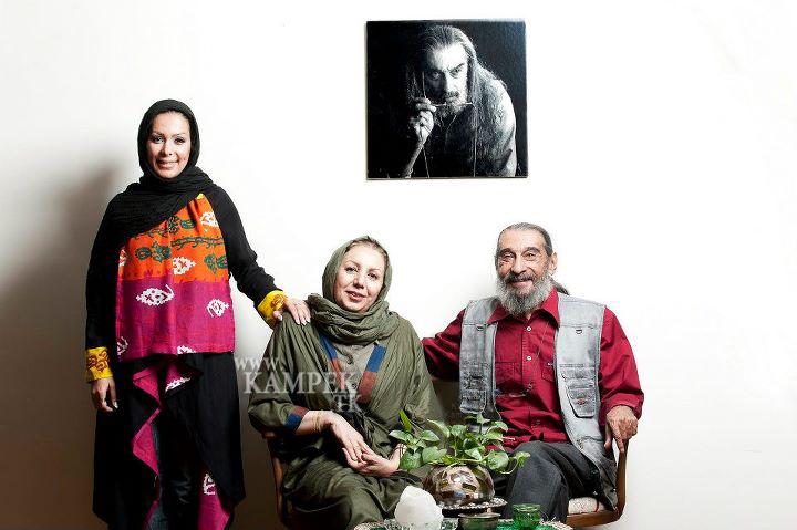 بهار ارجمند در کنار پدر و مادرش