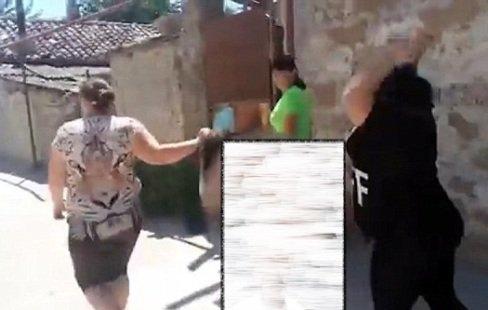 حمله دو زن تنومند به یک زن خلافکار!! عکس , جالب وخواندنی