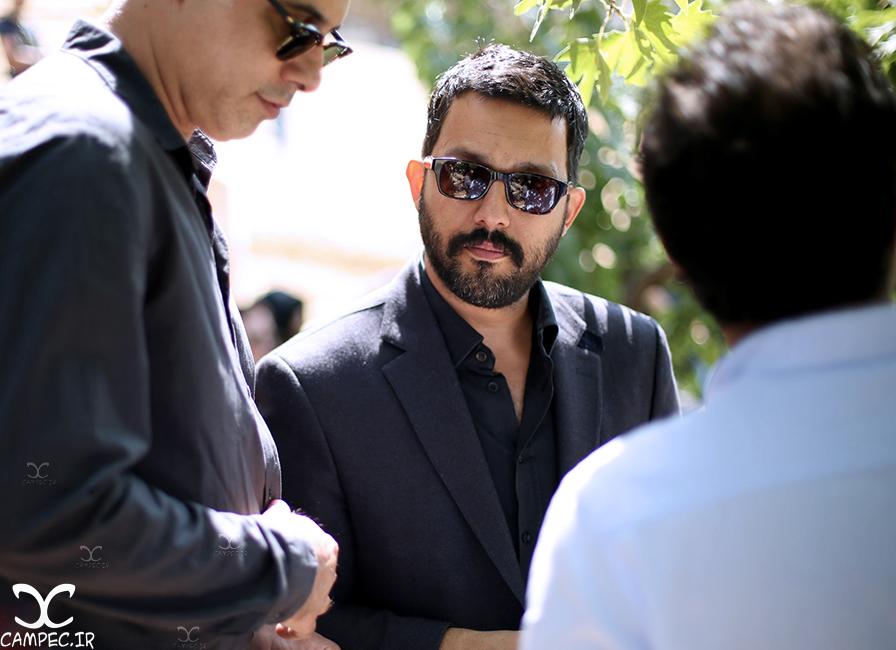 حامد بهداد در مراسم خاکسپاری عباس کیارستمی