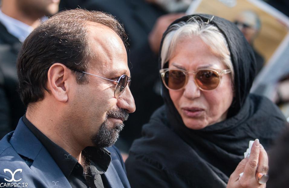 اصغر فرهادی در مراسم خاکسپاری عباس کیارستمی