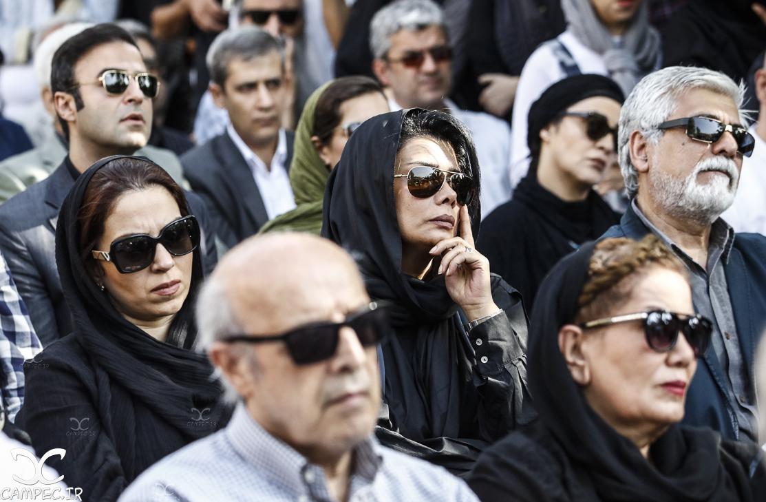 عاطفه رضوی در مراسم خاکسپاری عباس کیارستمی