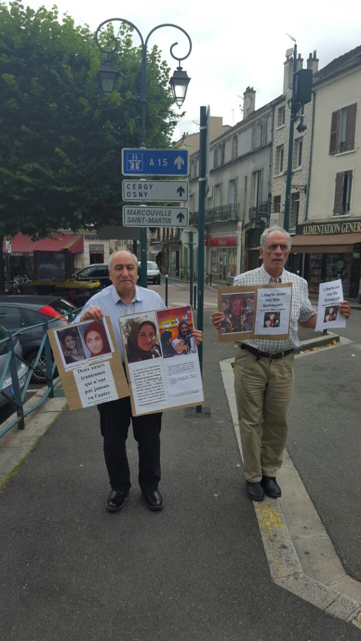 آکسیون دو پدر در شهر محل اقامت مریم رجوی برای آزادی دخترانشان