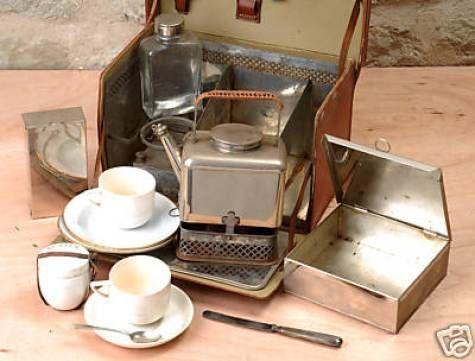 وسایل مورد نیاز سفر وسایل قدیمی وسایل جالب آشپزخانه لوازم آنتیک منزل قدیمی ها عکس قدیمی عکس خلاقیت ظروف مسافرتی ظروف پیک نیک زمان قدیم اجناس قدیمی عتیقه آنتیک فروشی