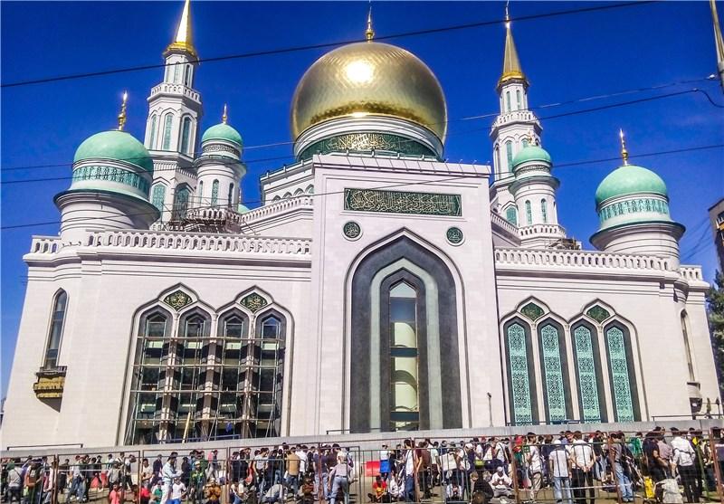 گریستن یک بانوی مسیحی در بازدید از مسجد مسلمانان