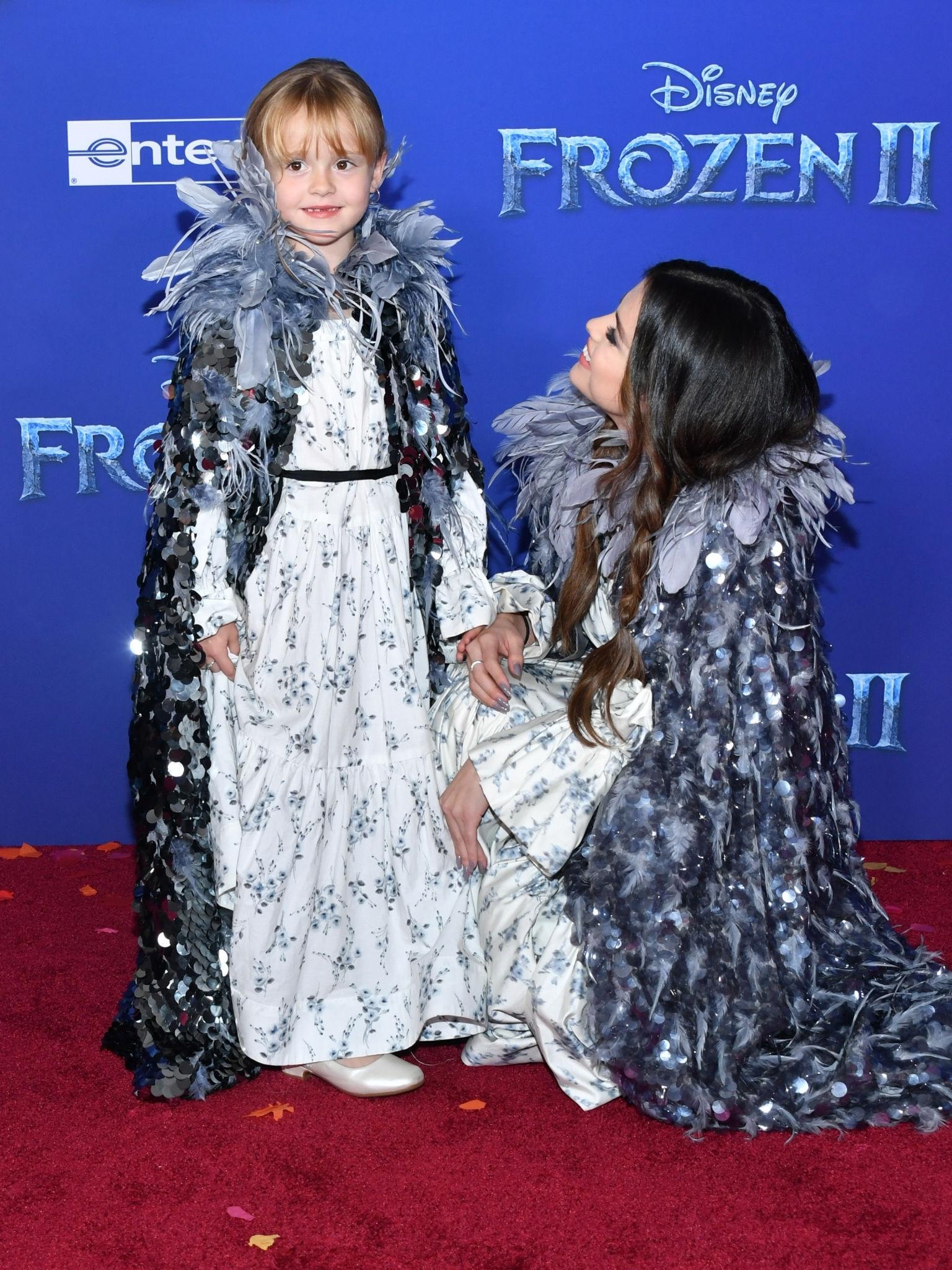 عکس های سلنا همراه خواهرش گریسی در مراسم اکران انیمیشن frozen 2