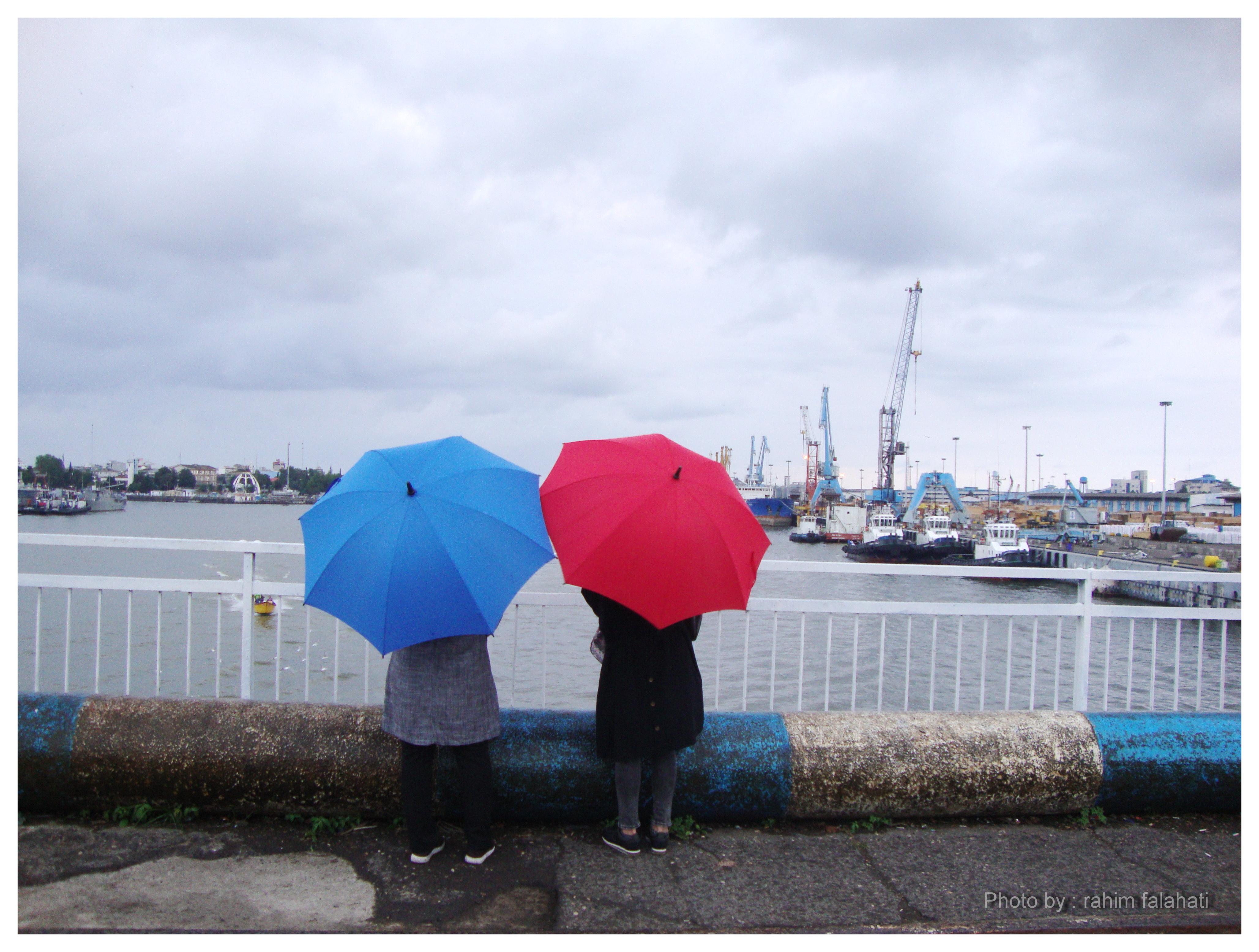 دختران آبی و قرمز - پل غازیان