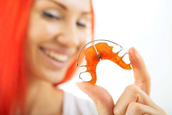 نگهدارنده ارتودنسی یا ریتینر چیست؟
