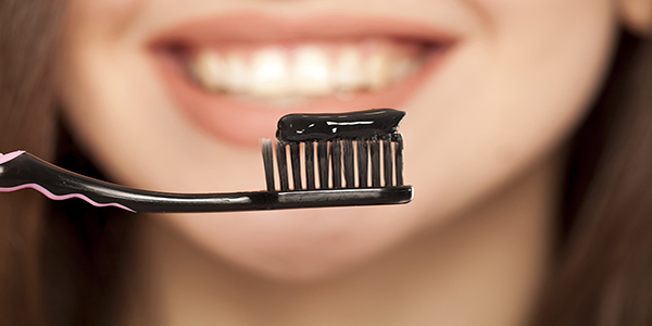 آیا خمیر دندان زغالی برای سفید کردن دندانها خوب است؟