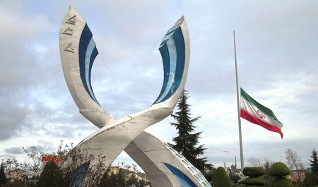 نیمه افراشته شدن پرچم ایران در مرز آستارا