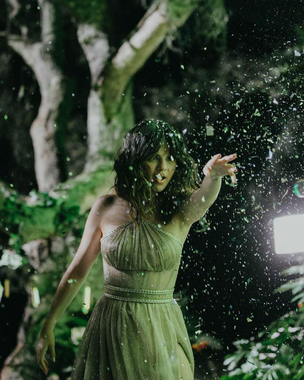 فتوشات های جدید سلنا برای موزیک ویدئو Rare
