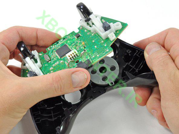 آموزش باز کردن و جداسازی XBOX 360 Controller 12