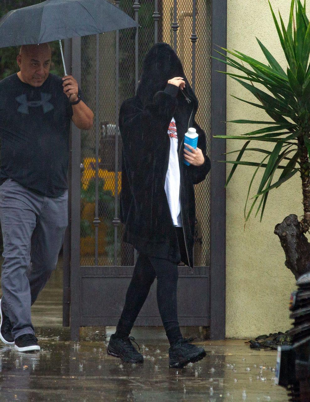 سلنا در حال خارج شدن از باشگاه در لس انجلس